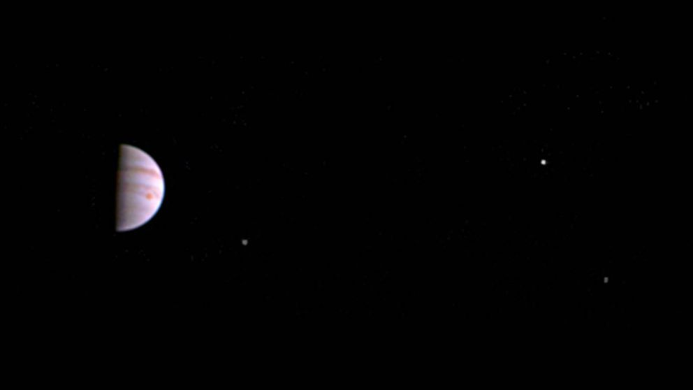 Tras los misterios de Júpiter: la sonda Juno envía su primera imagen en órbita