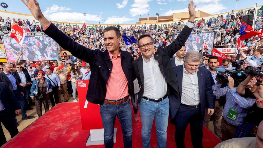 Foto: Pedro Sánchez y Diego Conesa. (EFE)