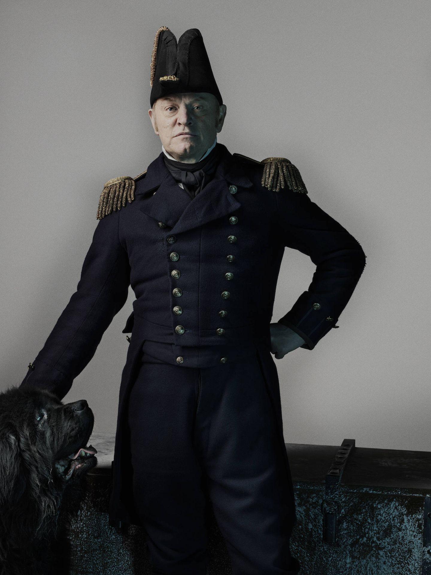 Harris caracterizado como el capitán Crozier. (AMC)