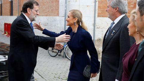 El beso de Rajoy a Cifuentes y todas las fotos del Premio Cervantes