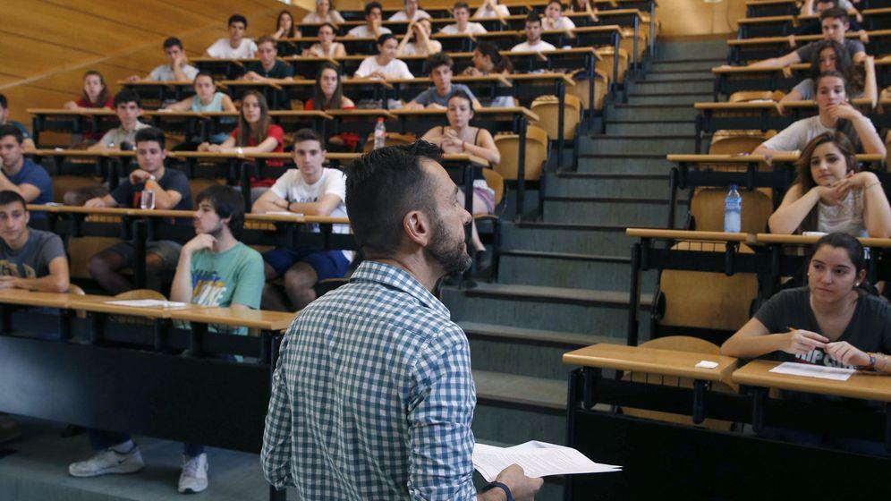 Foto: Estudiantes de la Universidad Complutense de Madrid, en clase. (EFE)