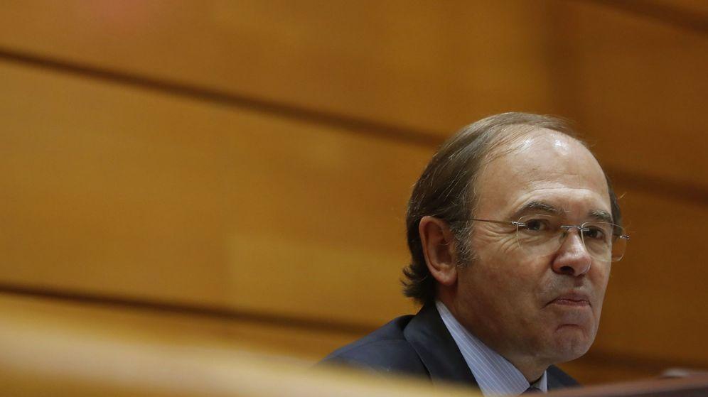 Foto: Pío García-Escudero en una sesión de control al Gobierno (Efe)