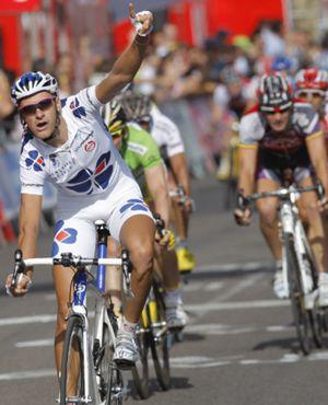 Roux se impone en la decimoséptima etapa y Valverde sigue de líder