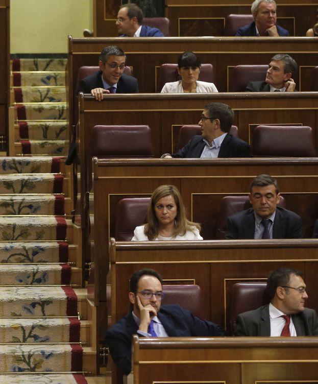 Foto: La bancada socialista durante un pleno en el Congreso tras la dimisión de Pedro Sánchez. (EFE)
