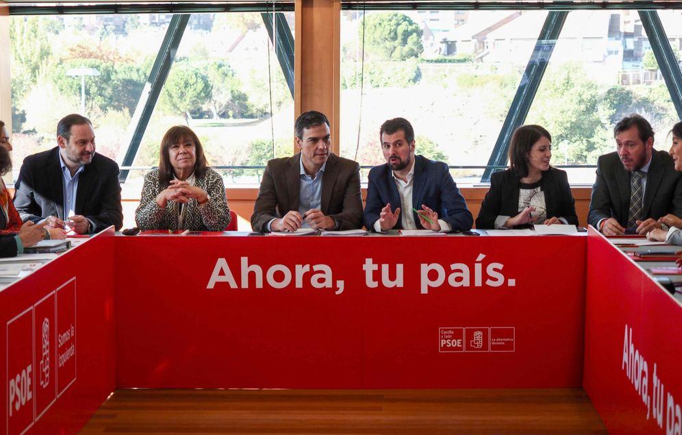 Foto: Pedro Sánchez y Luis Tudanca, durante la reunión de las ejecutivas federal y de Castilla y León este viernes en Valladolid. (EFE)
