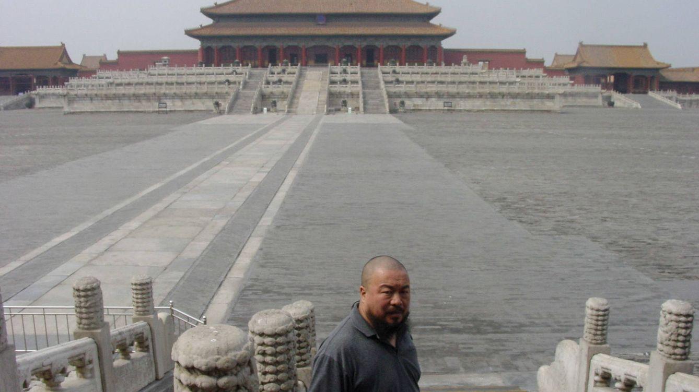 Foto: Ai Weiwei fotografiado en el Palacio de la Suprema Armonía, en el centro de la Ciudad Prohibida.