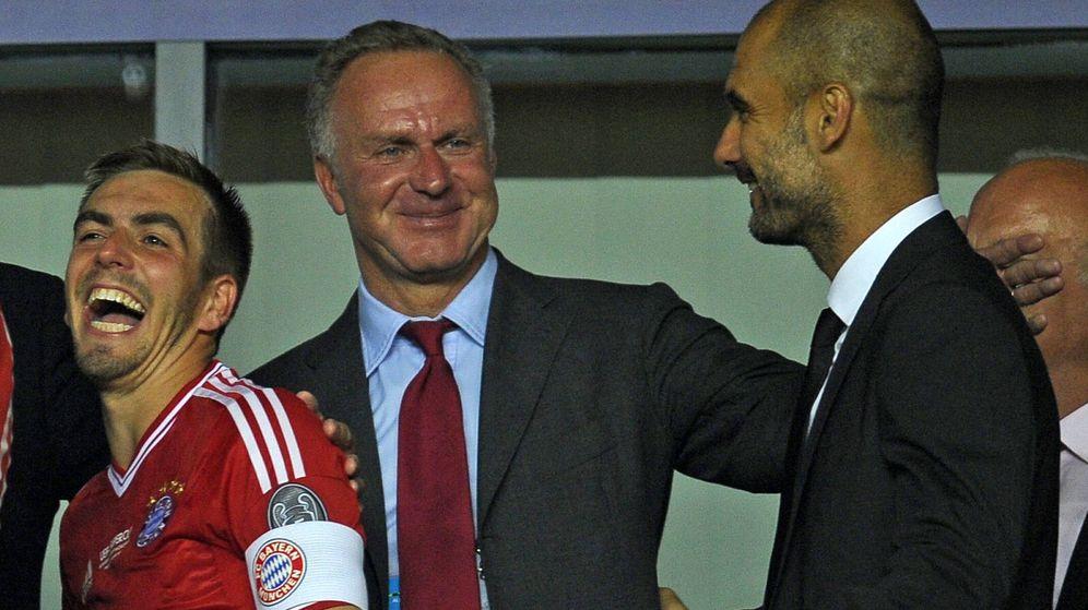 Foto: Rummenigge, Guardiola y Lahm, durante la Supercopa de Europa de 2013 (Imago).