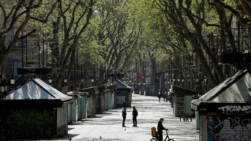 Foto: Las Ramblas de Barcelona, vacías por el confinamiento. (Efe)