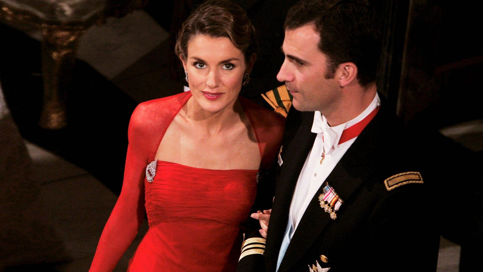 Foto: La reina Letizia y don Felipe, en la boda de Federico de Dinamarca. (Getty)