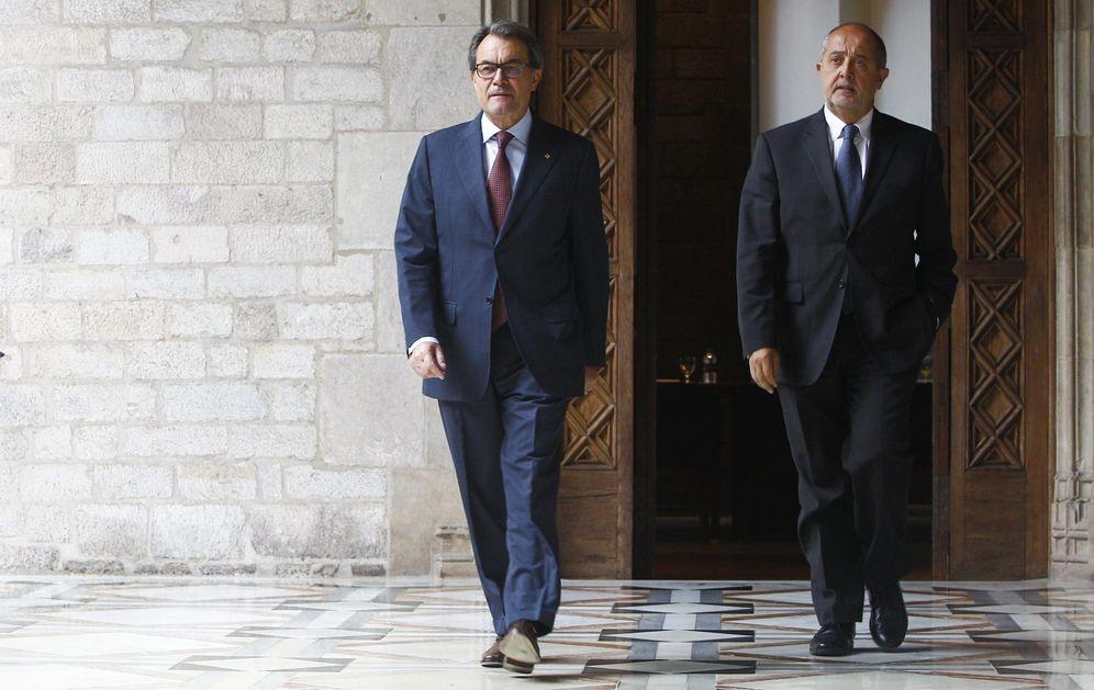 Foto: El 'expresident' Artur Mas y el exconsejero de Empresa y Ocupación Felip Puig, en una foto de archivo de 2015. (EFE)