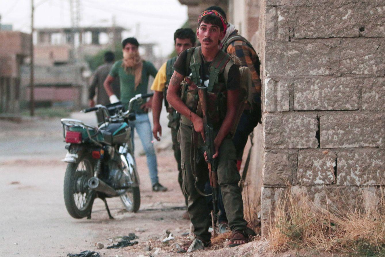 Foto: Milicianos de las YPG toman posiciones en la ciudad de Hasaka, en el norte de Siria, el 20 de agosto de 2016. (Reuters)
