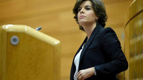 Sáenz de Santamaría abandona la comisión del 155 por una fuerte afonía