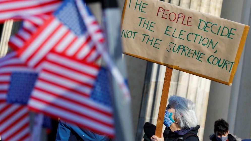 Foto: Manifestantes piden que la gente decida las elecciones y no el Supremo. (Reuters)
