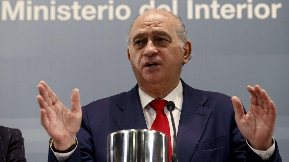 Foto: El ministro del Interior, Jorge Fernández Díaz, durante la rueda de prensa que ha ofrecido hoy (Efe)
