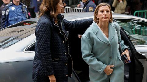 Del coche oficial a compartir abogado con Junqueras: la hora más difícil de Forcadell