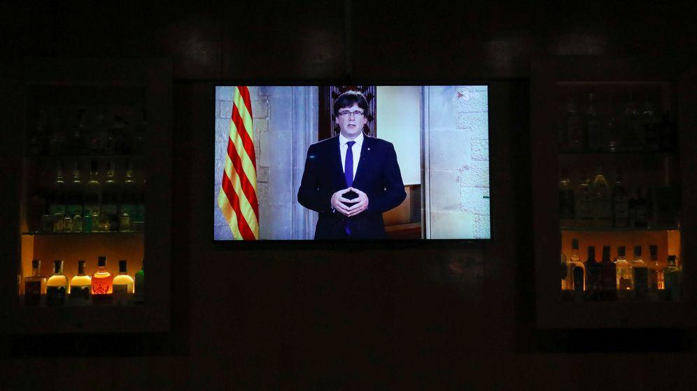 Foto: El presidente de la Generalitat de Cataluña, Carles Puigdemont, durante su respuesta al mensaje institucional del Rey. (Reuters)