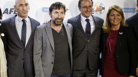 El fútbol regatea a Rubén Castro para gritar: 'Respeta a tu pareja'