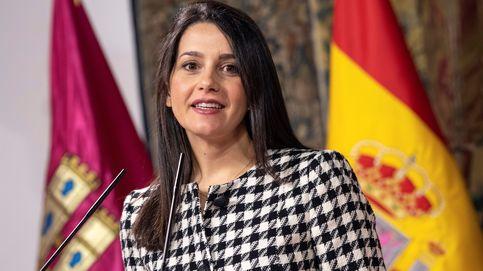 Arrimadas acusa al PP de regalar a Sánchez la cabeza de Mariscal de Gante en el TdC