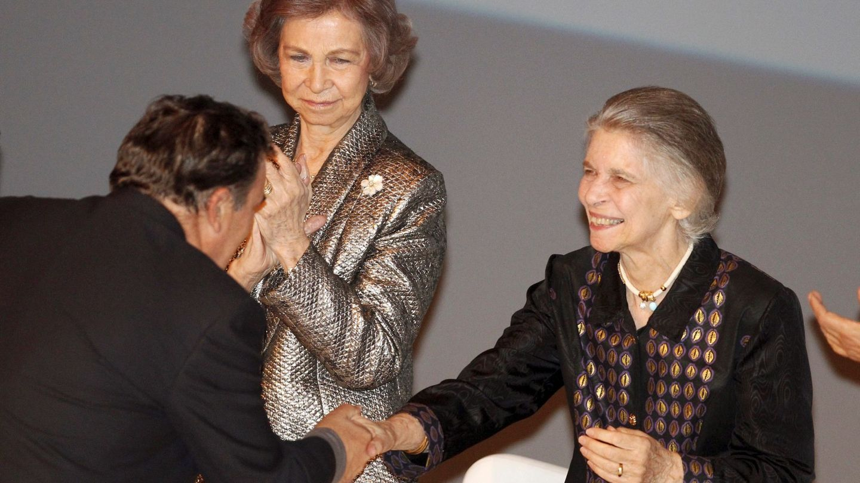 La reina Sofía, con su hermana Irene. (EFE)