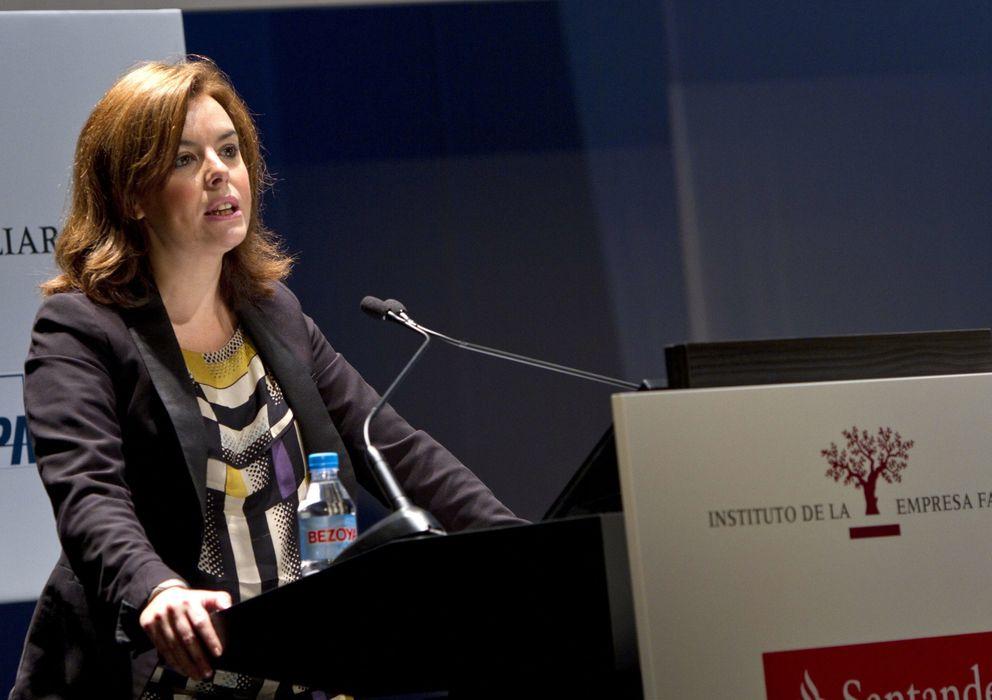 Foto: La vicepresidenta del Gobierno, Soraya Sáenz de Santamaría, durante la clausura del XVI Congreso de la Empresa Familiar. (EFE)