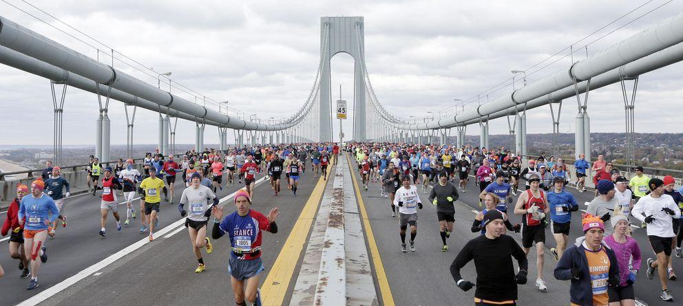 Foto: Imagen de los participantes de la maratón de nueva york por el puente de verrazano (efe)