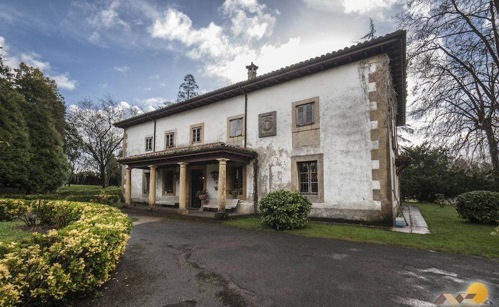 Foto: Casona asturiana en venta propiedad de la familia Franco. (Foto: Mikeli)