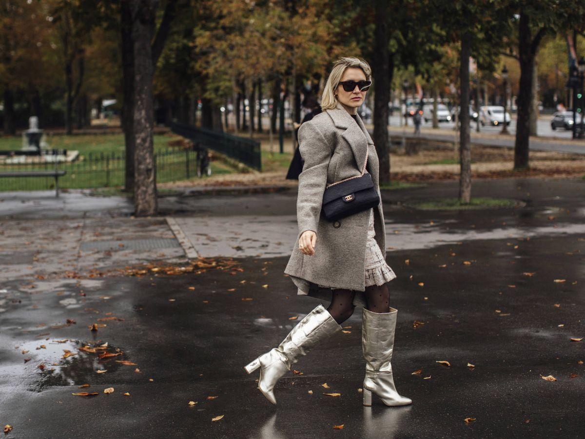 Foto: Una insider con unas botas metalizadas por las calles de París. (Imaxtree)