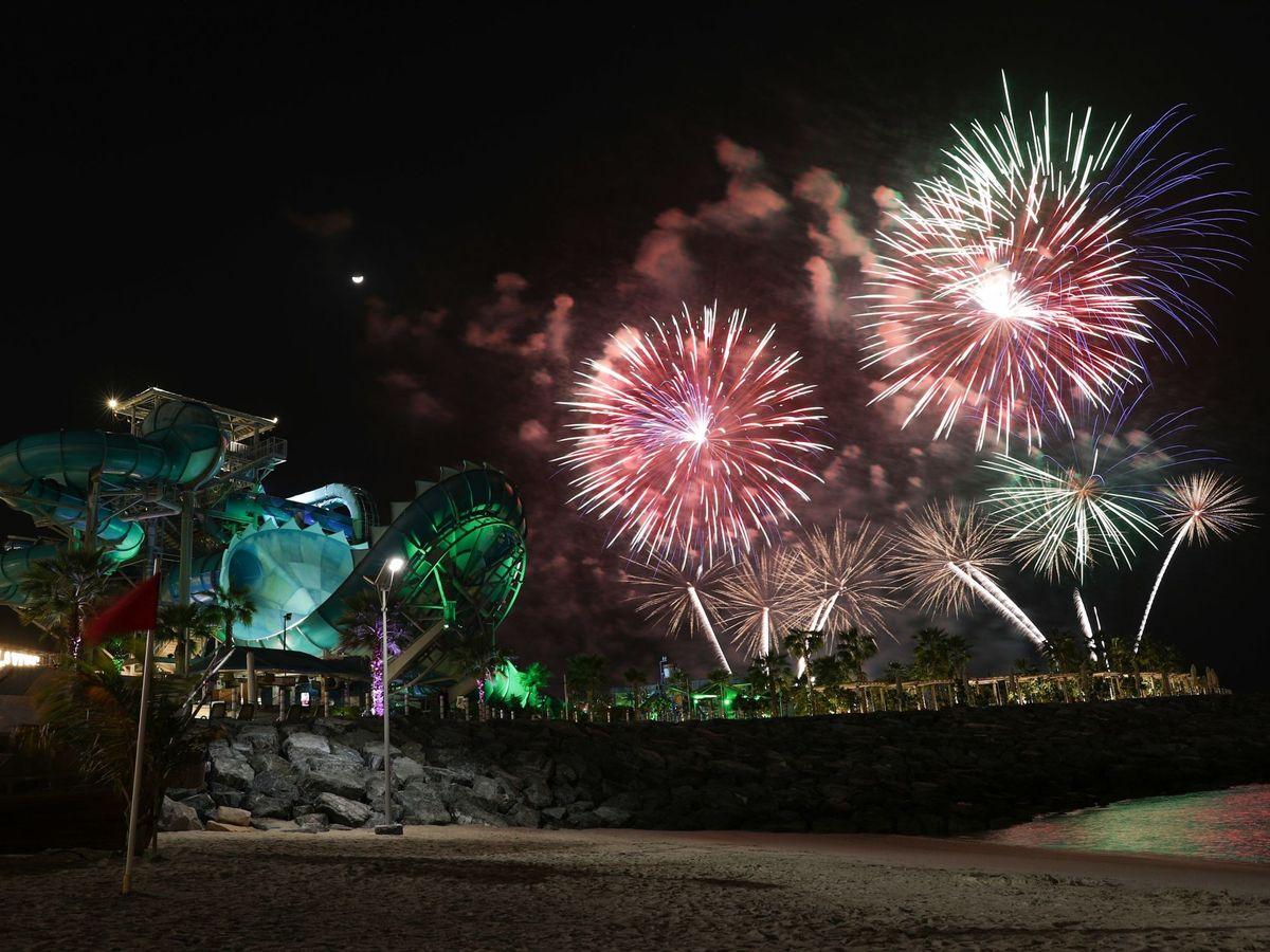 Foto: Fuegos artificiales en Dubai, Emiratos Árabes Unidos. Foto: EFE EPA ALI HAIDER