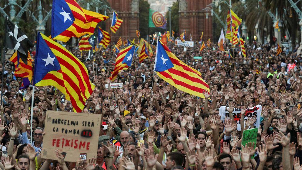 Foto: Concentración en Barcelona con motivo del primer aniversario del referéndum del 1-O. (Reuters)