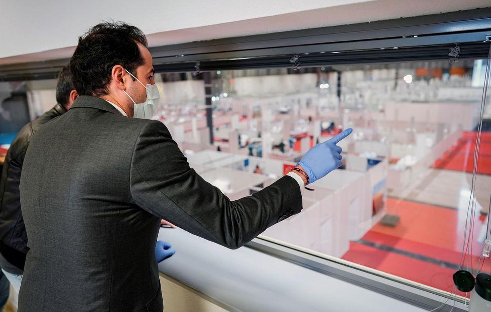 Foto: El vicepresidente Aguado, durante su visita al hospital de Ifema el pasado domingo. (EFE)
