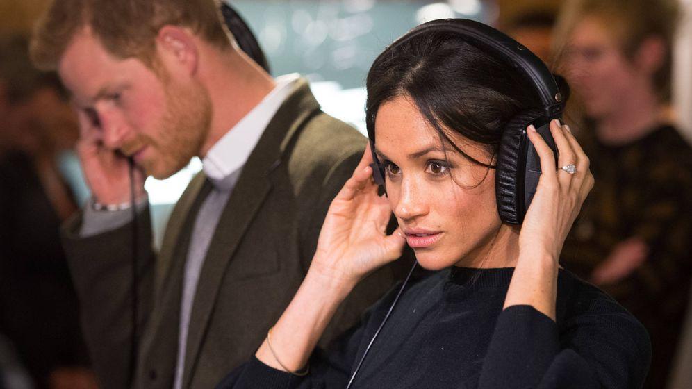 Foto:  Harry y Meghan visitan una emisora de radio en Brixton, barrio del sur de Londres. (Gtres)