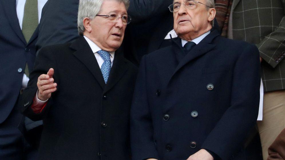 Foto: Enrique Cerezo y Florentino Pérez en el palco del Wanda Metropolitano. (Efe)