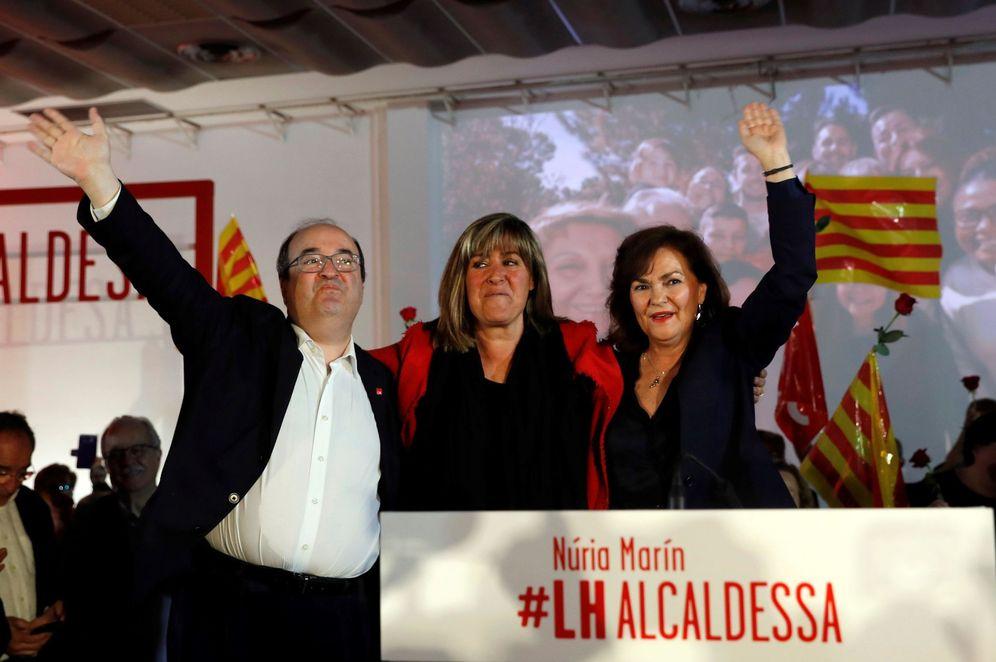 Foto: Carmen Calvo, con Miquel Iceta y Núria Marín, el pasado 24 de marzo en L'Hospitalet. (EFE)