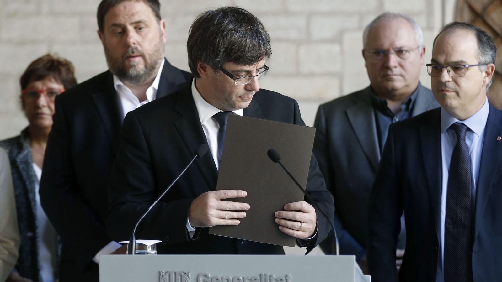 Foto: Puigdemont y su Govern. (EFE)