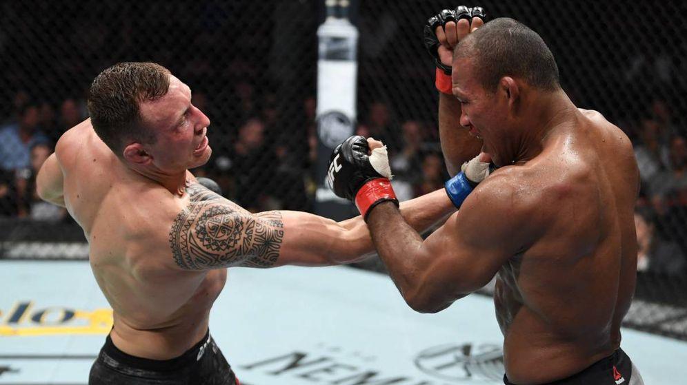 Foto: Jack Hermansson (i) venció a Ronaldo Souza, Jacaré, en Florida. (Foto: UFC)