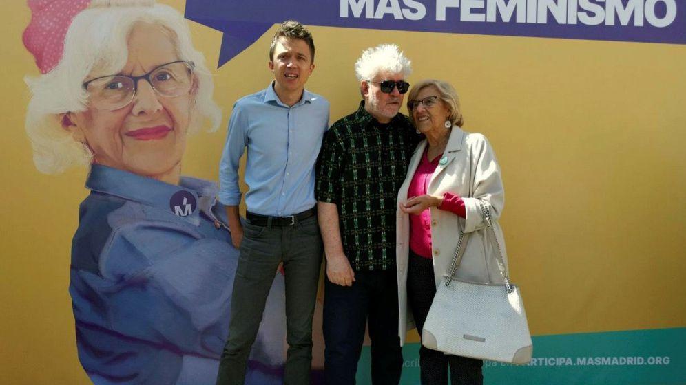 Foto: El cineasta Pedro Almodóvar (c) acudió el pasado sábado a apoyar a la alcaldesa de Madrid y candidata a la reelección, Manuela Carmena (d). (EFE)
