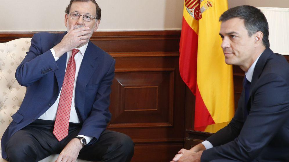 Foto: Encuentro entre el presidente del Gobierno en funciones, Mariano Rajoy (i), y el secretario general del PSOE, Pedro Sánchez (d), el pasado 2 de agosto. (EFE)