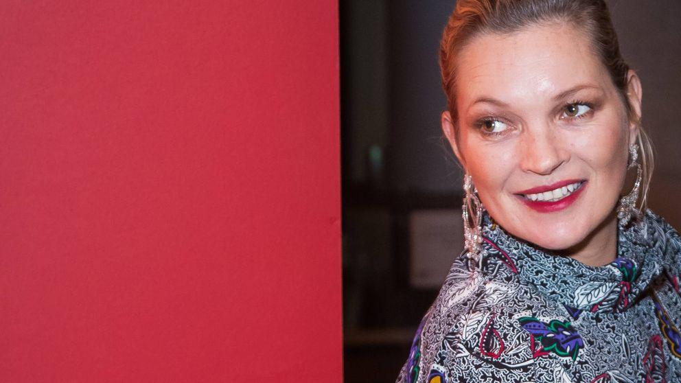 El sospechoso cigarrillo de Kate Moss revoluciona las redes sociales