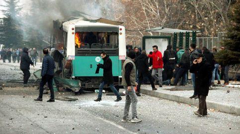 Un coche bomba explota junto a un bus con militares en el centro de Turquía
