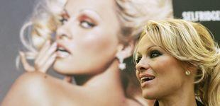 Post de Cómo el modisto de la jet sevillana terminó vistiendo a Pamela Anderson en su palacio