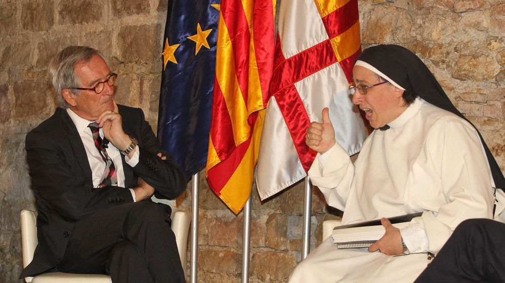 Foto: El alcalde de Barcelona y candidato de CiU a la reelección, Xavier Trias, conversa con Sor Lucía Caram. (EFE/TONI GARRIGA)