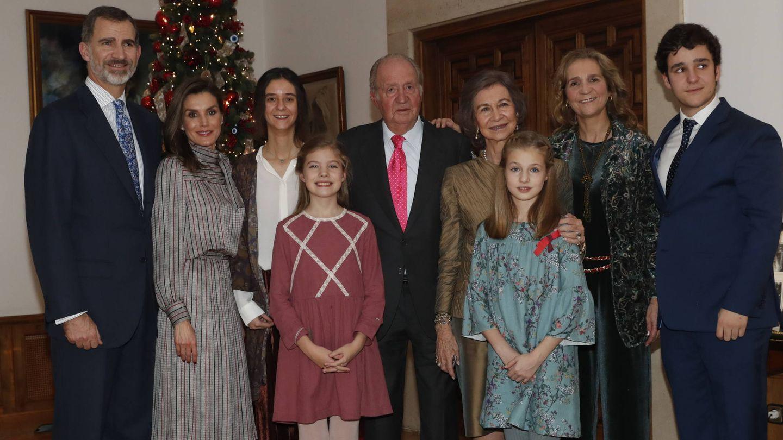 Fotografía del almuerzo familiar en el Palacio de La Zarzuela con motivo del 80 aniversario de Don Juan Carlos. (EFE)