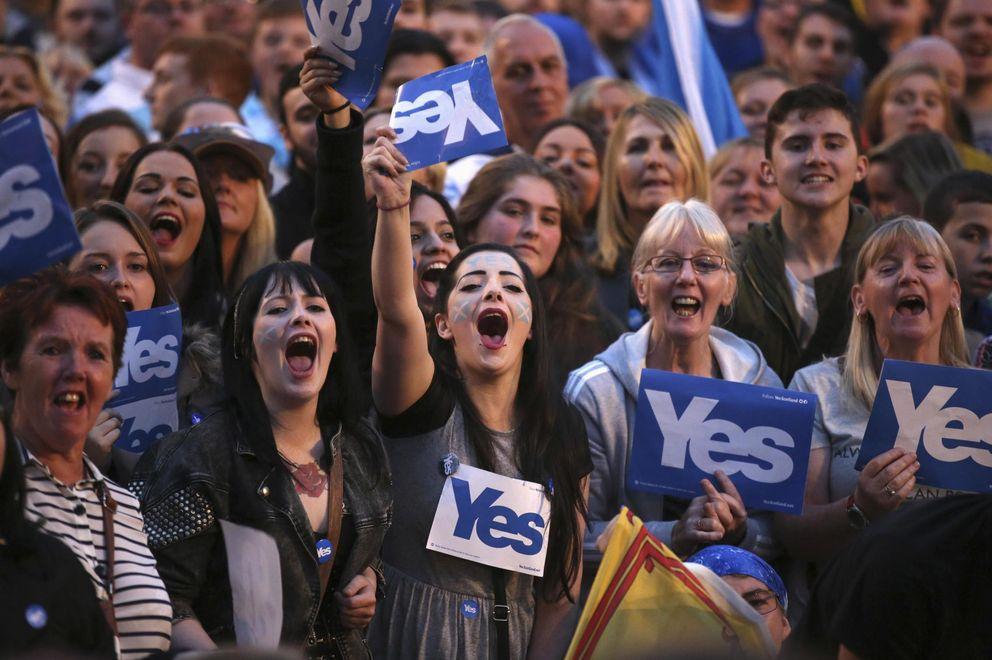Foto: Simpatizantes de la campaña del sí a la independencia se manifiestan en George Square, en Glasgow, el 17 de septiembre. (Reuters)