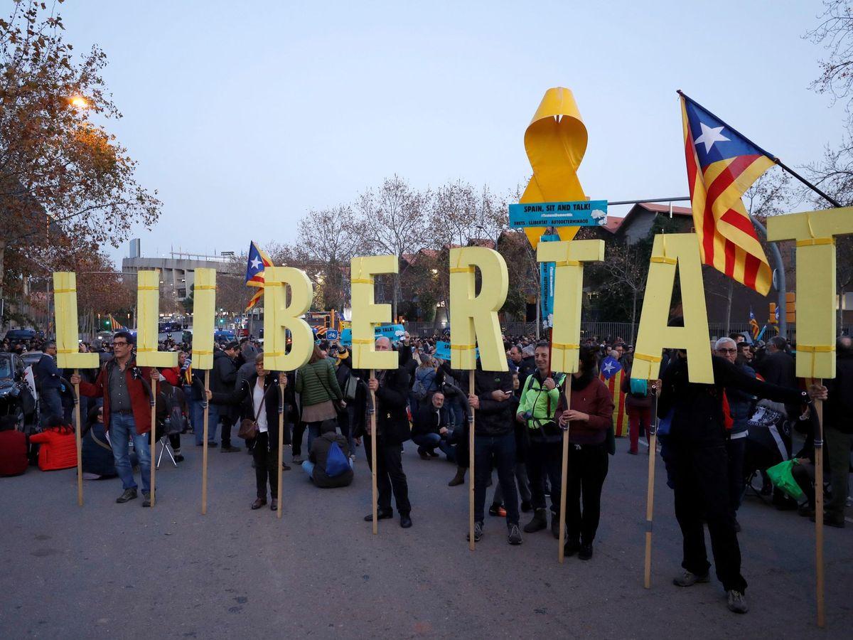 Foto: Protesta de Tsunami Democràtic minutos antes del pasado Clásico. (EFE)