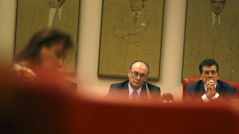 Foto: Luis Linde, gobernador del Banco de España, en el centro de la imagen. (EFE)