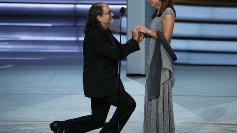 Un ganador de los premios Emmy le propone matrimonio a su pareja sobre el escenario