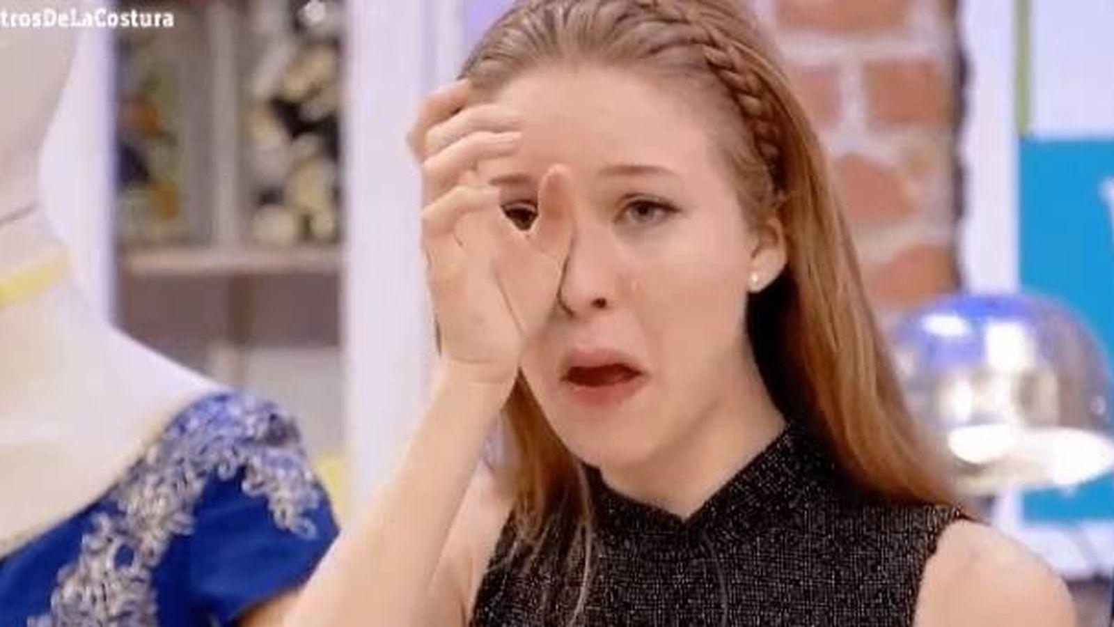 Foto: Alicia rompió a llorar al ver a su madre en el taller de 'Maestros de la costura'
