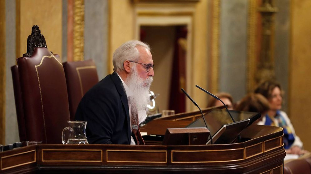 Foto: El número dos del PSOE por Burgos, Agustín Javier Zamarrón, presidiendo la Mesa de Edad del Congreso. (EFE)