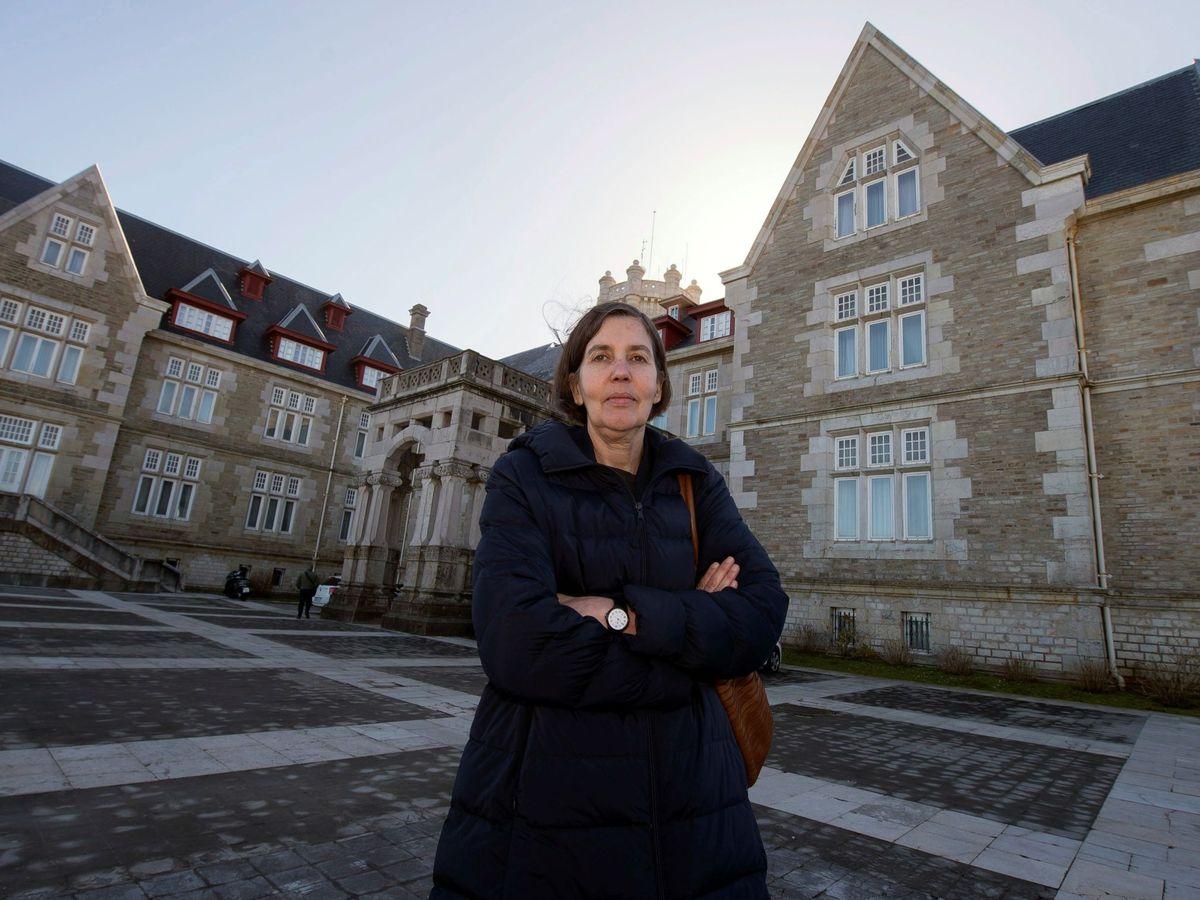 Foto: La rectora de la UIMP, María Luz Morán, junto al Palacio de la Magdalena en Santander. (EFE)