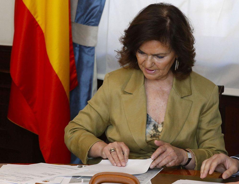 Foto: Carmen Calvo presenta su credencial como diputada por Madrid en el Congreso, este 13 de mayo. (EFE)